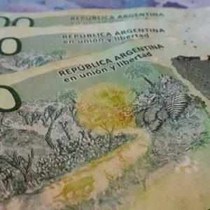 llevar dolares o pesos a argentina
