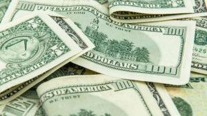 conviene llevar dólares a argentina